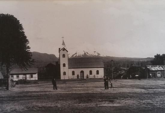 Parroquia Santa Cruz de Pucón y Casa parroquial. Después de 1933