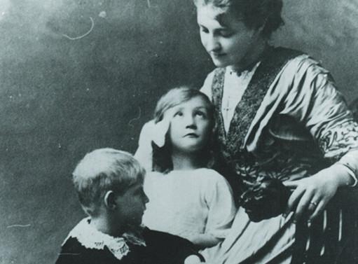 Retrato con madre. Hacia 1913