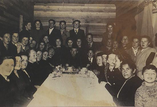 Cumpleaños del padre Francisco Valdés en la casa parroquial de Pucón. 1945