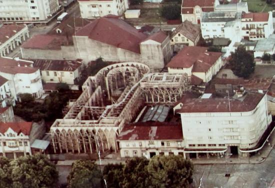 Vista aérea de la Catedral San Mateo de Osorno en construcción. 1970