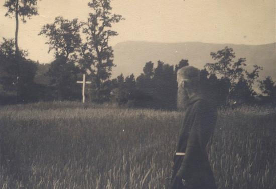 Padre Francisco Valdés en las cercanías de Pucón, hacia 1952