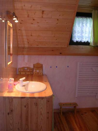 la salle d'eaux à l'étage du gîte Laguës