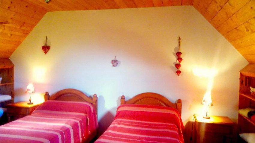 la chambre enfants à l'étage du gîte Laguës