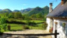la façade du Gîte Laguës ave vue sur les montagnes