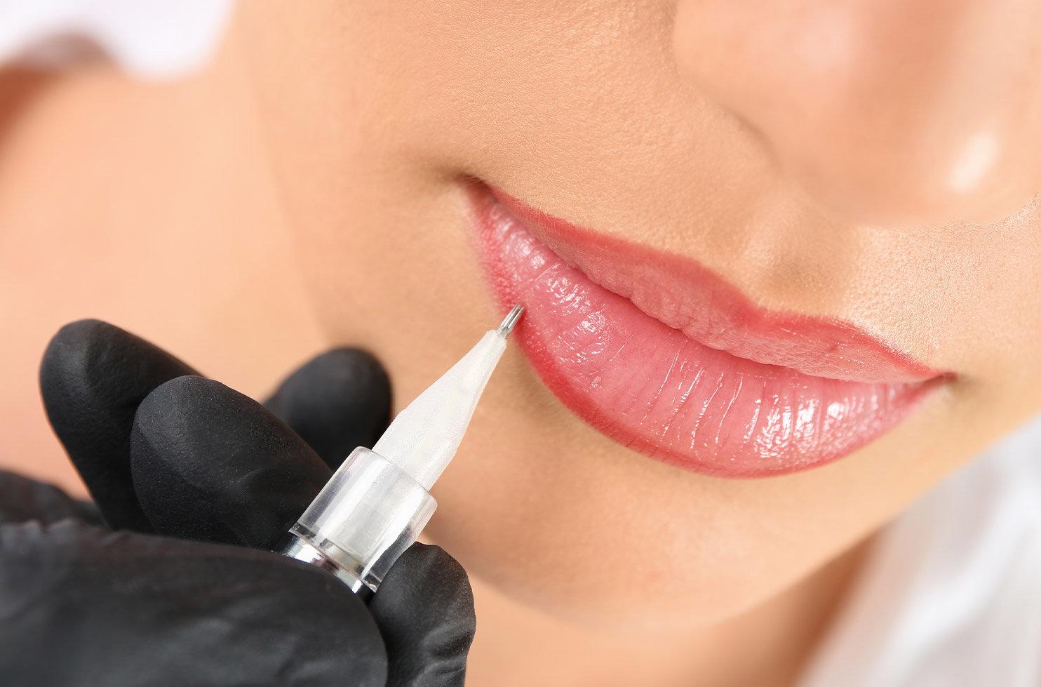 Ombre Lip Liner / Lip Correction
