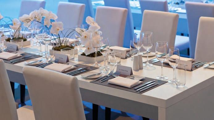 Brückentisch weiß als Sitztisch