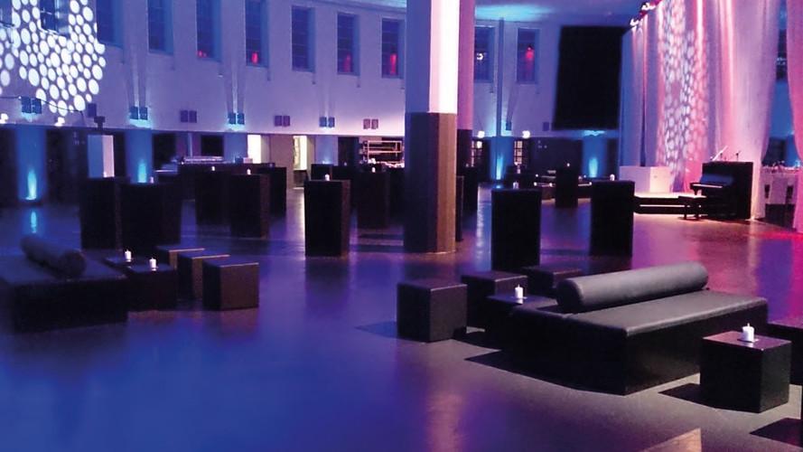 Black Lounge Design als Sitzinsel