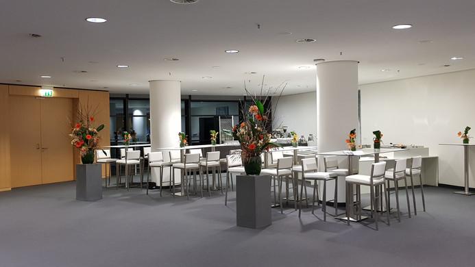 Sitztische & Barhocker mit Dekoration