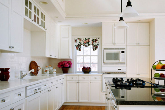 Why Kitchen Cabinet refinishing is Better than Refacing