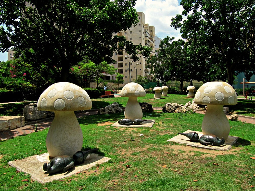 Story: Dwarfs, Mushrooms and what else - at Story Garden in Holon