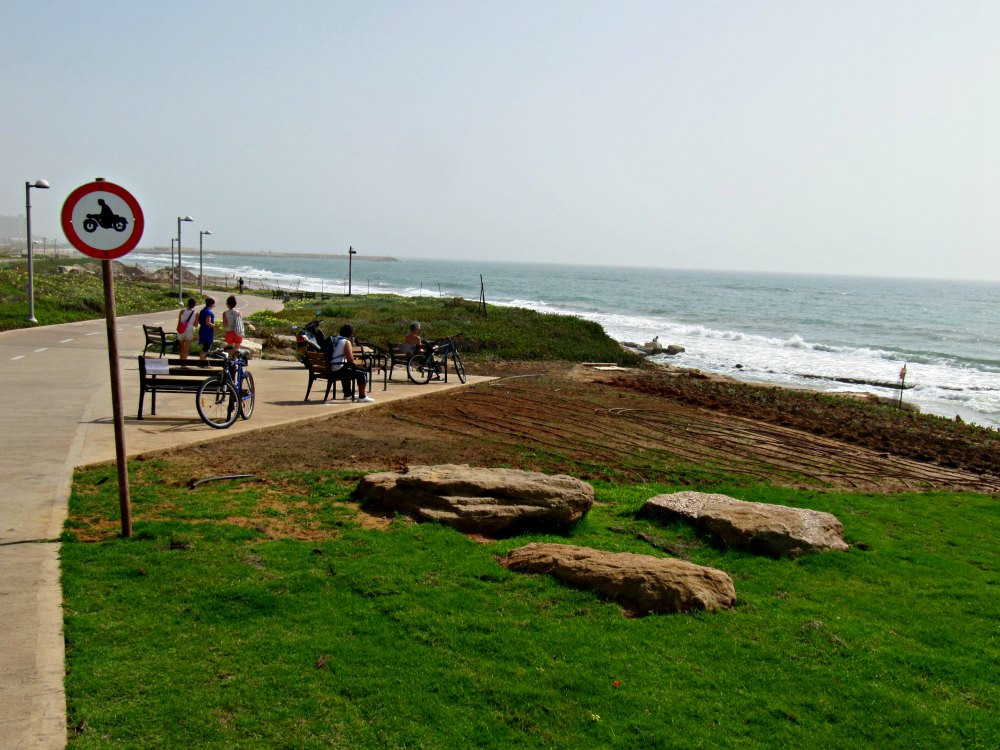 Bicycle Trail to Tel Baruch Beach