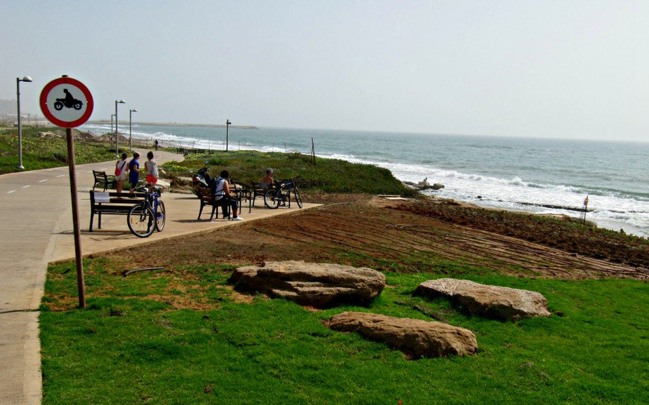 Bicycle Trail to Tel Baruch Beach