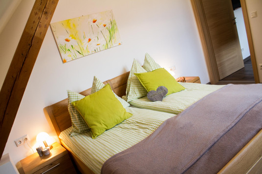 schlafzimmer 1 appartment klein 4.JPG