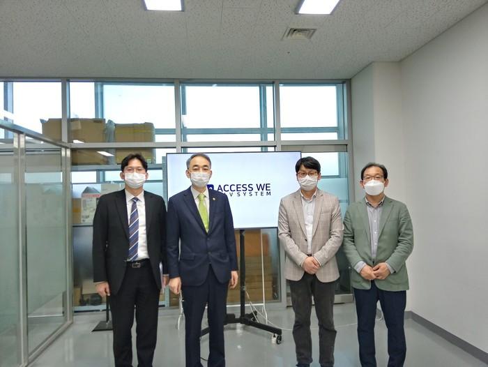 억세스위 방위사업청장 왕정홍 방문기념 사진