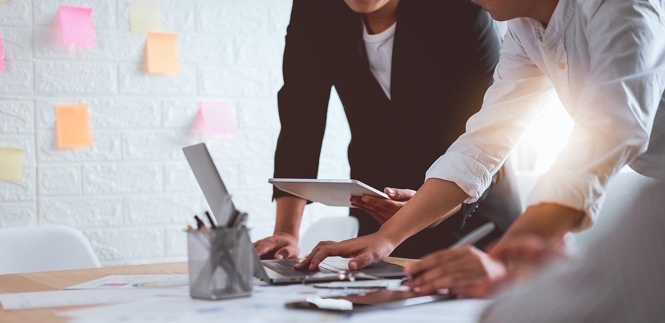 teamwork-brainstorming-meeting-new-start