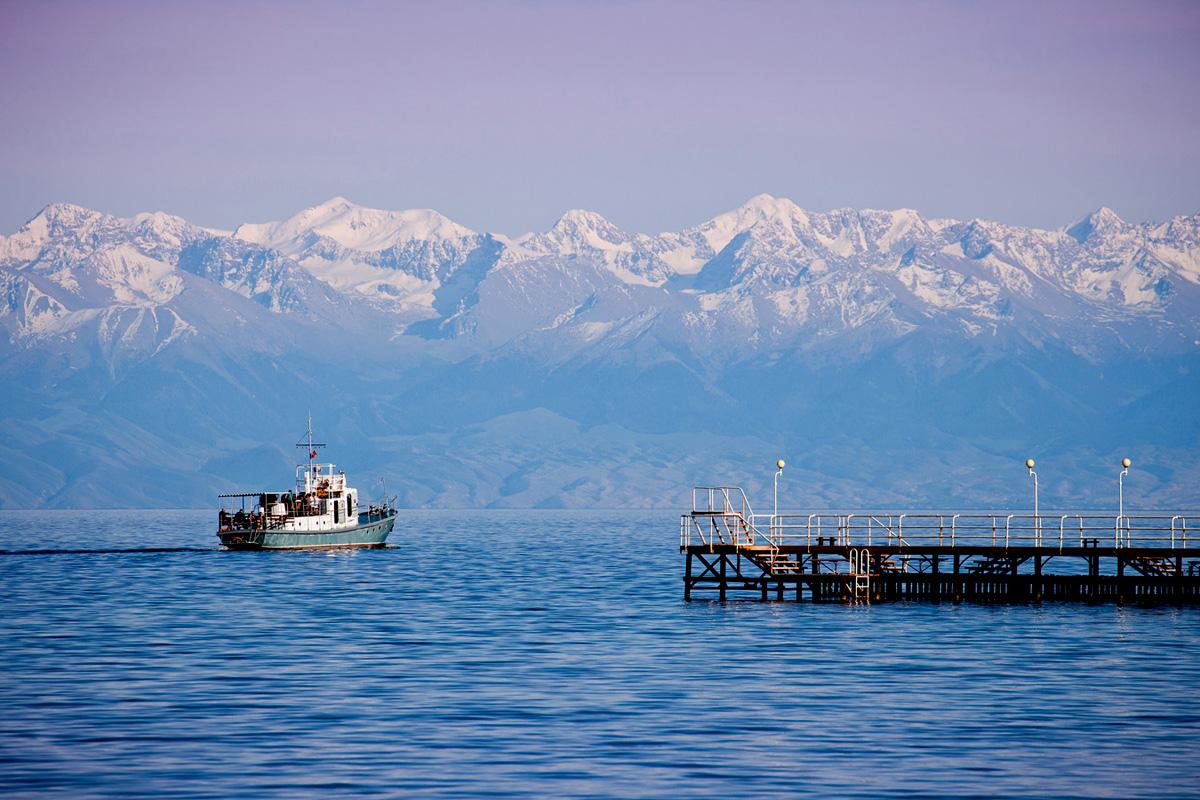 הפלגה באגם איסיק-קול