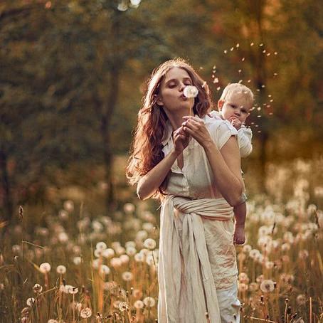 * Esprit critique au service de la maternité et de la grossesse - Être souveraine *
