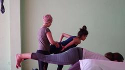 yoga utbildning hands on