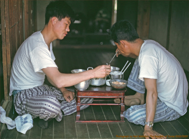 2 men eating hut