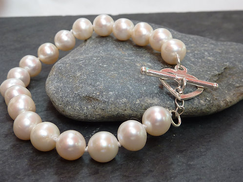Freshwater pearl bracelet with sterling silver heart toggle clasp