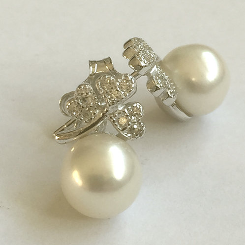 Shamrock of Hearts Pearl Studs