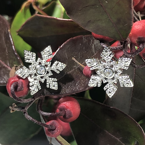 SNowflake sterling silver stud earrings with CZ