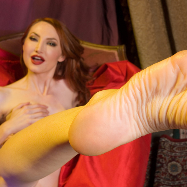 Kendra James feet