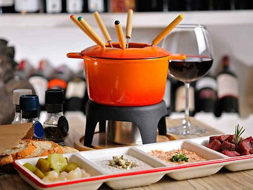 fondue-bourguignonne-et-ses-trois-sauces.jpeg