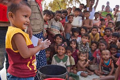 Rohingya-child-Abdul-Aziz-shows-Rohingya