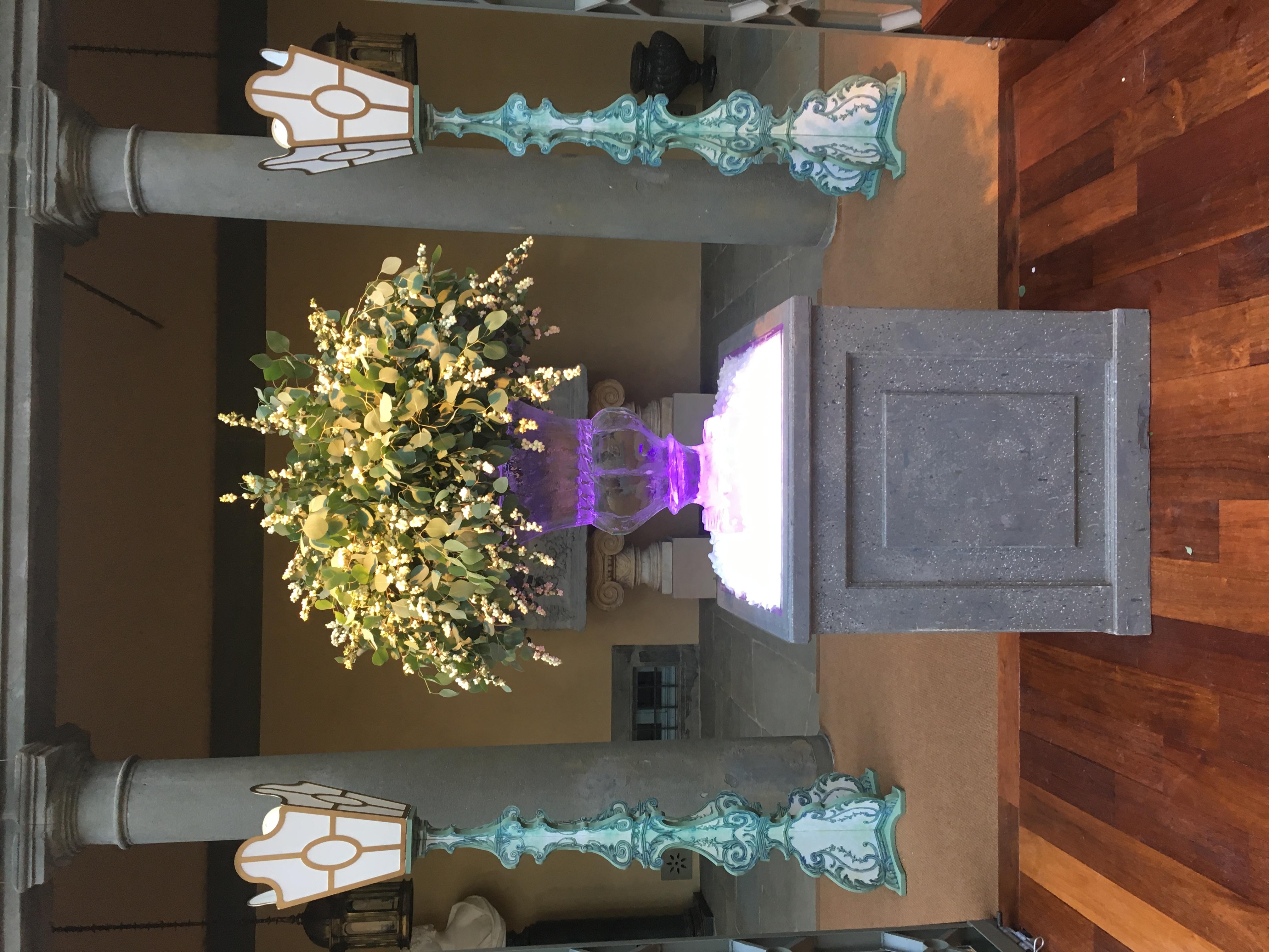 Vase en glace sculptée, sculpture sur glace