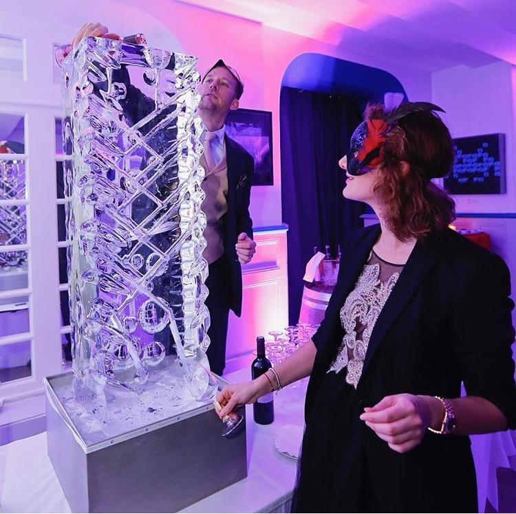 Ice luge, fontaine à boisson, sculpture sur glace