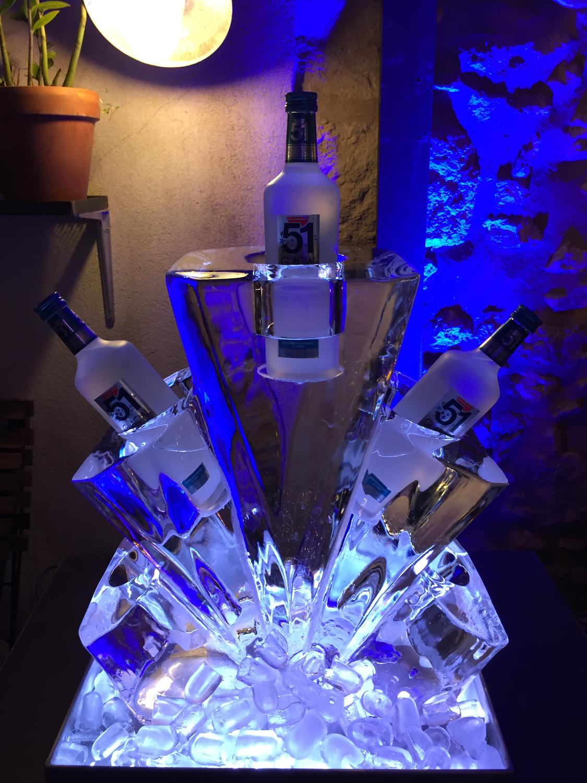 5 bouteilles, sculpture sur glace