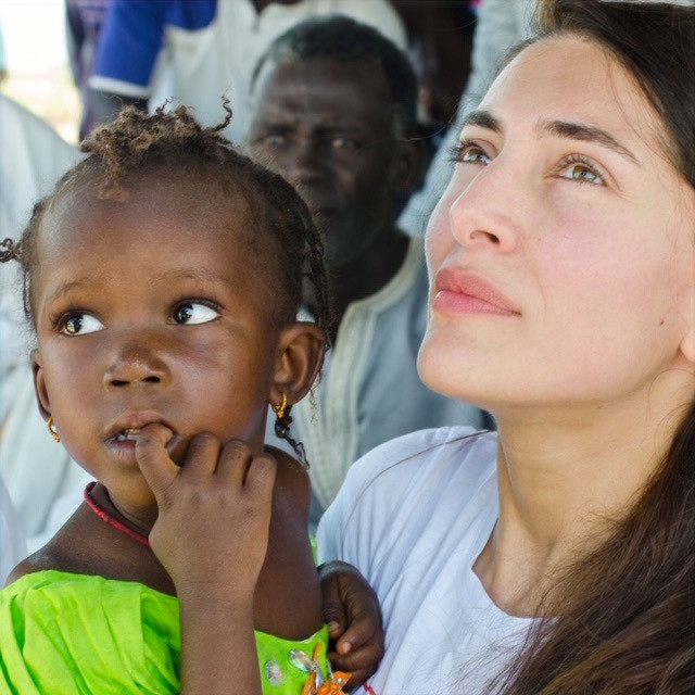 L'actrice Caterina Murino en voyage humanitaire