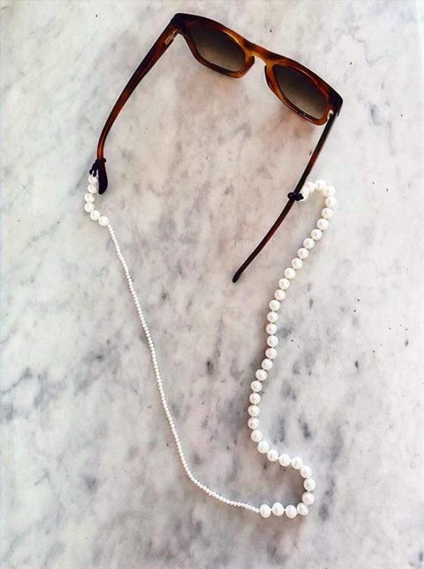 Bijoux de lunettes de soleil en perles naturelles de la marque LUBIE PARIS