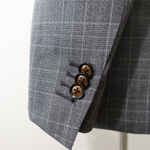 WORKING SLEEVE BUTTONS