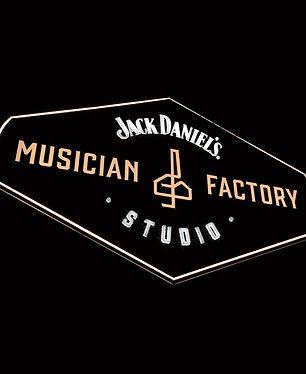 musician-factory-lumir-kajnar-13.jpg