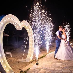 8ft Illuminated Heart Arch