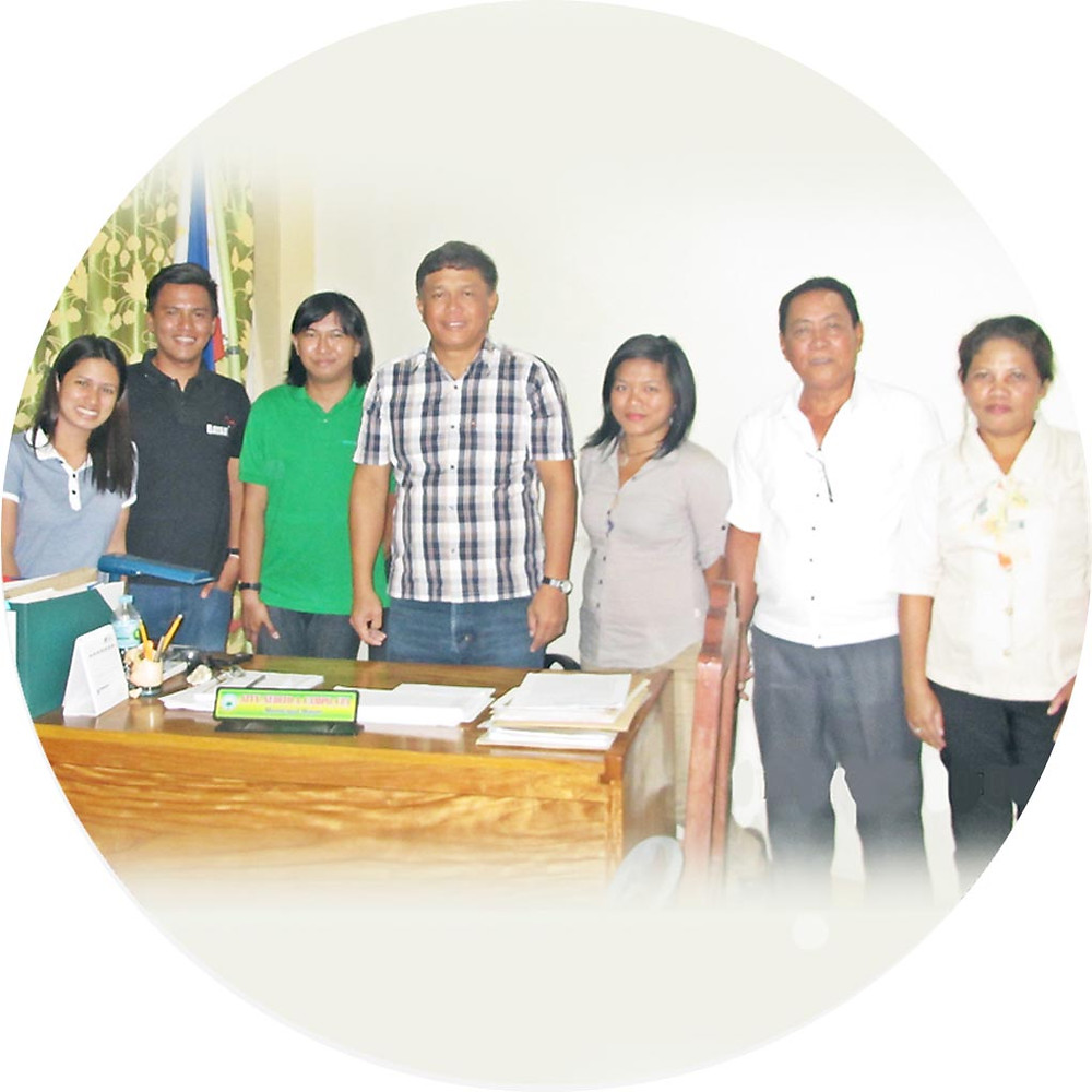Memorandum of Understanding (MOU) signing in Municipality of Quinapondan from the left, Alice Leika Bejer (Project Staff), Martin Dacles (Project Manager), Rod Tajon (Project Staff), Joh Balaong (Project Staff), Mayor Nedito A. Campo and witnesses Mr. Alejandro L. Barsana (MDRRMO) and Ms. Aida Canillas (MLGOO Staff)