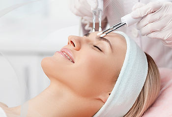 Microcurrent-facial-treatment-for-reduct
