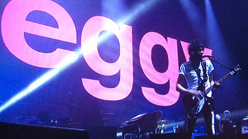 Serge, Kasabian Eggy Backdrop