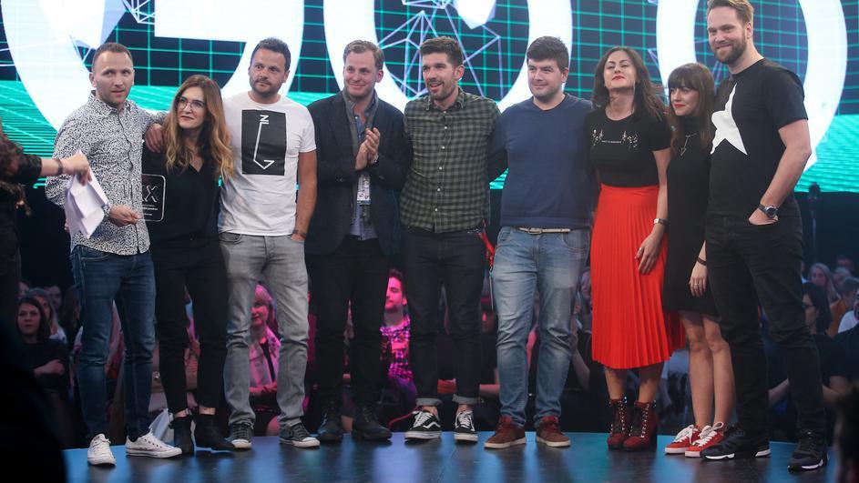 Sudionici kampanje Boranka na Danima komunikacija pri preuzimanju nagrade