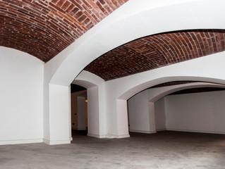 Într-o clădire istorică situată în zona Pieței Unirii, pe strada General Eremia Grigorescu Nr. 6, ec