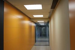 Освещение коридора в офисе НЕОФАРМ