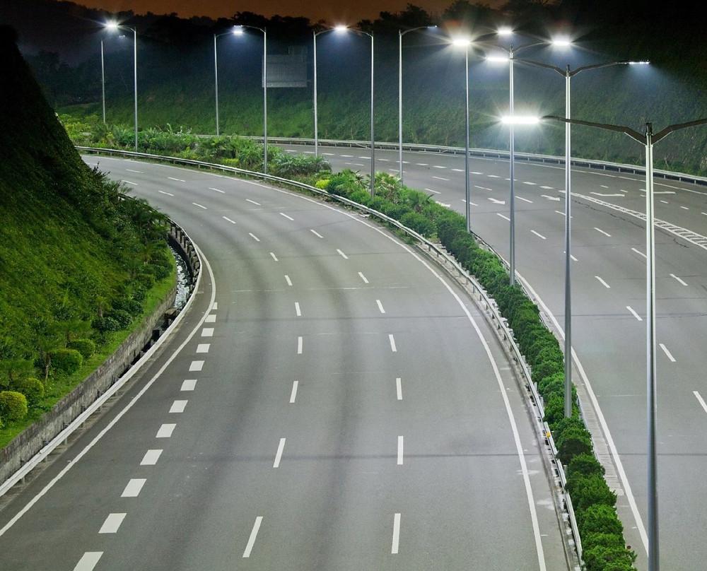 Уличное освещение автомагистралей