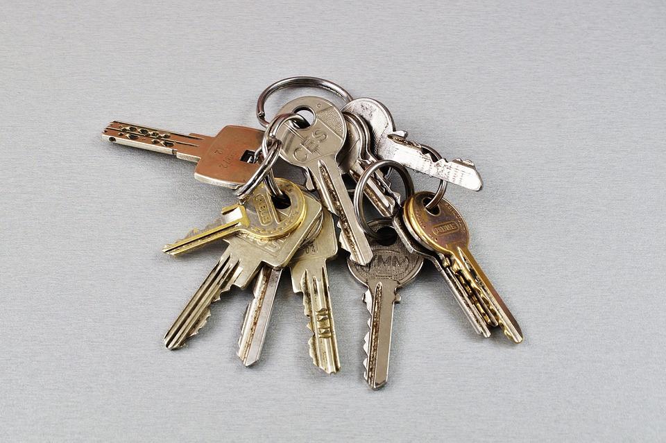 鍵が抜けない、回らない