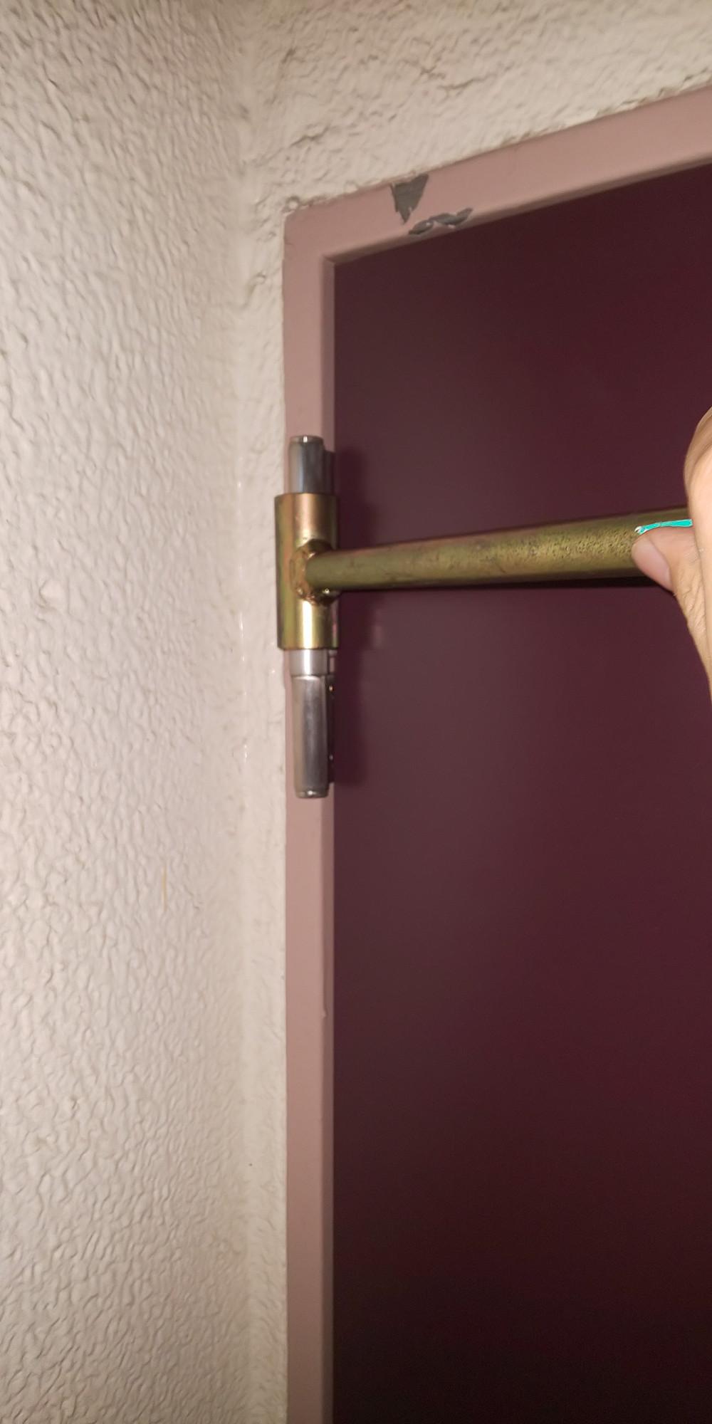 蝶番(ちょうばん)ドア修理