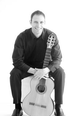 Guitarist Pete Narun