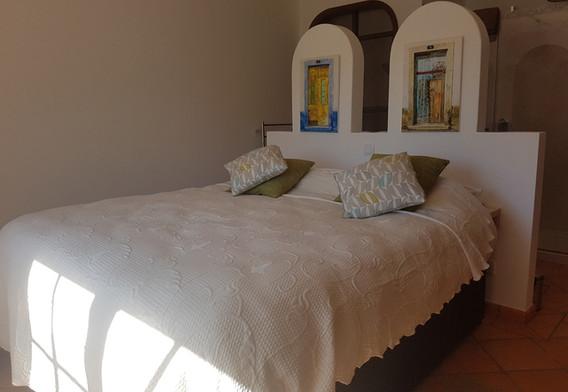 bedfront[1].jpg
