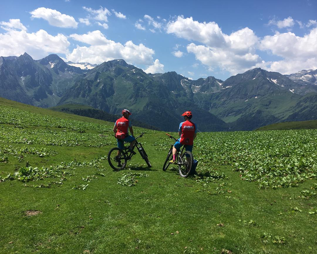 AQR MOUNTAIN BIKE HOLIDAYS