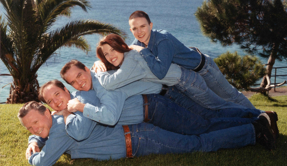 hilarious awkward family photo